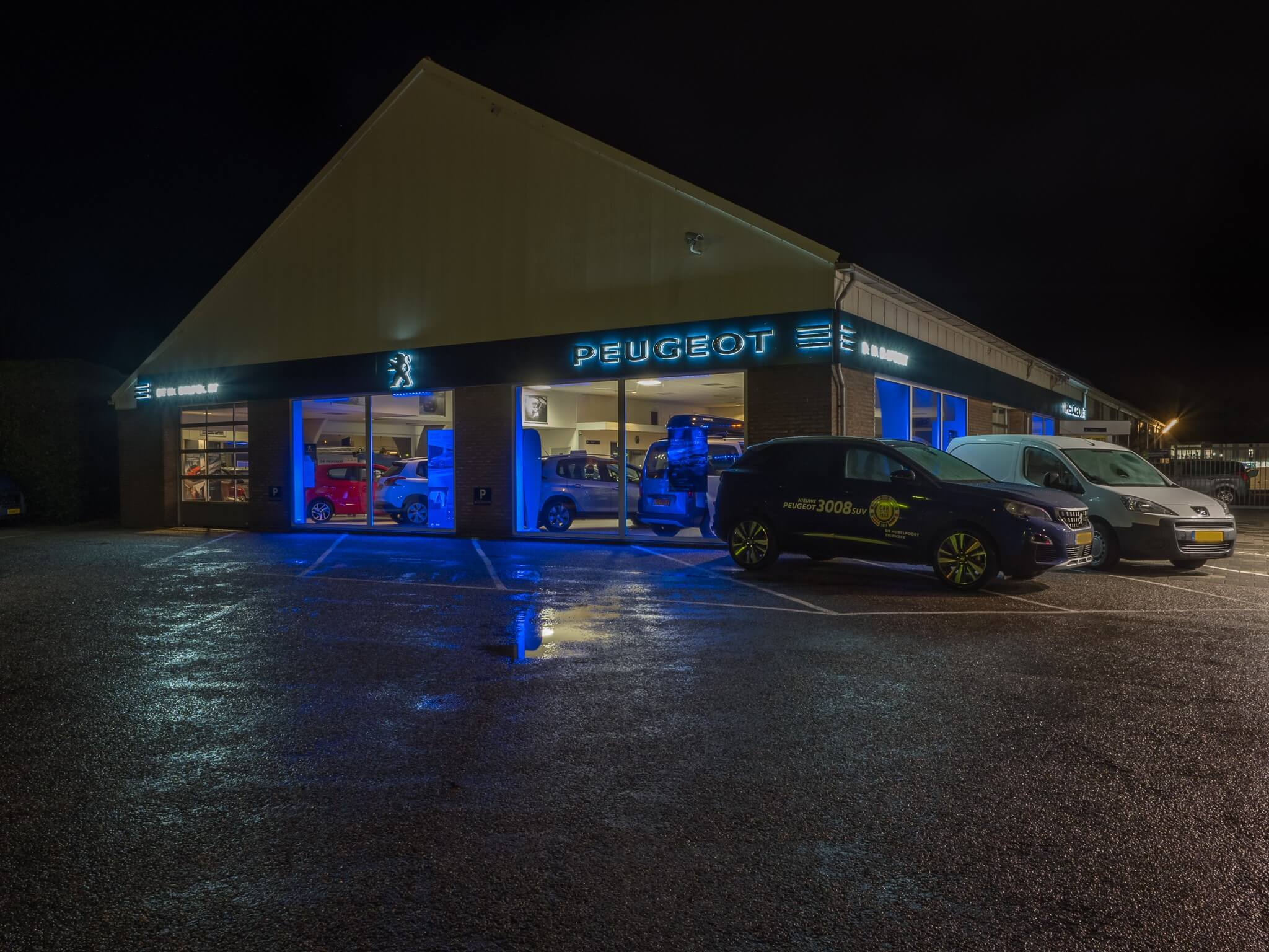 Verlichting Voor Garage : Te huur de garages zijn voorzien van stroom en verlichting